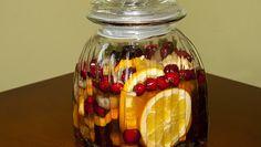 Nalewka bożonarodzeniowa Yummy Drinks, Healthy Drinks, Polish Recipes, Irish Cream, Dessert, Holiday Recipes, Food To Make, Delish, Herbalism
