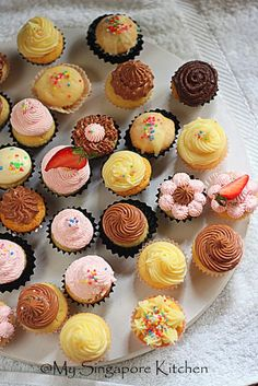 Assorted Cupcake F rosting on Mini Cupcakes | My Singapore Kitchen......