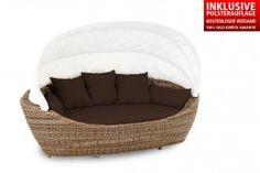 Die Paradiso Lounge hebt Sie in den siebten Himmel. Die Lounge bietet Ihnen ein Wohlfühl-Erlebnis, das Sie nach einer stressigen Arbeitswoche brauchen. Einfach entspannen und relaxen, nichts tun und die Gedanken schweifen lassen. Wer träumt nicht von einem entspannten Tag auf der Couch. Mit der Paradiso Lounge tragen Sie quasi Ihre Couch vom Wohnzimmer in den Garten. Outdoor-Möbel mit Lounge-Charakter von Domus Ventures