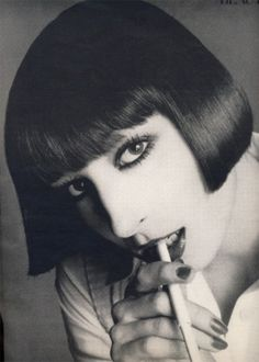 RichardAvedon - Angelica Huston, Vogue, Janvier 1973  via