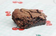 Brownie, tilføj evt. mashmellows, hele mandler og chokoladestykker