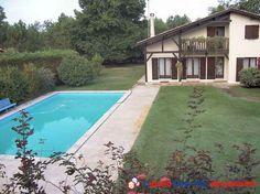 A 10mns de l'océan pour les amoureux de la nature et du calme, belle propriété située sur un terrain clos et arboré avec piscine. Constituée de deux maisons non attenantes d'environ 230 m² chacune, parc paysager avec arrosage intégré. http://www.partenaire-europeen.fr/Annonces-Immobilieres/France/Aquitaine/Gironde/Vente-Propriete-Le-Porge-1008361 #maison #piscine