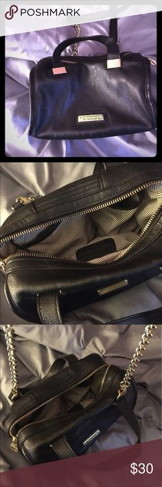 🖤✨Steve Madden Crossbody✨🖤 Sleek cylindrical crossbody bag with one zip pocket and two open ones. Super cute and would make an amazing addition to your closet!! (Reasonable offers accepted) (See my post about a free keychain when you purchase a bag!!) Steve Madden Bags