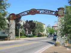 It's delightful to stroll down Main Street and Front Street in Old Town Temecula as it's a nice escape from the rest of the world. You will find antiques, art galleries, local eateries and wine shops all tucked inside historic storefronts that capture the original look and feel from the 1800s.