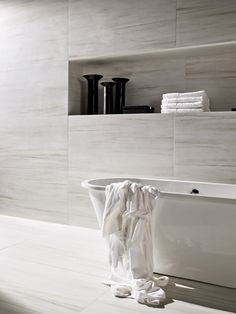 The natural marble texture of the Marmi Classico oozes style & sophistication!