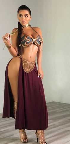 With the release of Star Wars The Last Jedi we thought we would celebrate Princess Leia and her famous slave costume by rounding up the best cosplay girls who did Leia justice. Star Wars Mädchen, Star Wars Girls, Sexy Outfits, Princess Leia Slave Costume, Leia Costume, Princesa Leia, Poses References, Stargate, Best Cosplay