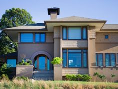 popular architectural home styles home exterior projects architects anonymous prairie style home Prairie Style Architecture, Southern Architecture, Beautiful Architecture, Prarie Style Homes, Pictures Of Kitchen Islands, Charleston Style, Chicago Style, Home Styles Exterior, Neoclassical Architecture