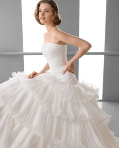 155 FLORIDA / Wedding Dresses / 2013 Collection / Alma Novia (close up)