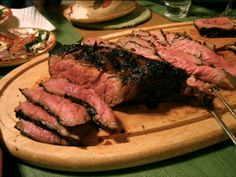 How to Make London Broil. London Broil is a delicious and affordable cut of meat that you can purchase at most grocery stores or butcher shops. Unlike many other steaks, London Broil is a large top round piece of meat that can feed more. London Broil Oven, London Broil Marinade, London Broil Steak, Grilled London Broil, London Broil Recipes, Cooking London Broil, Crock Pot Recipes, Beef Recipes, Cooking Recipes