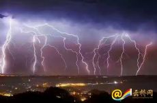 Striking beauty: Thunderstorm hits Yunnan's spring city