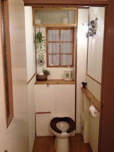 *ゆいまま*さんの作品『*トイレのタンクを隠すDIY*』   セルフリフォーム.com Ladder Decor, Toilet, Bathroom, Furniture, Home Decor, Atelier, Washroom, Homemade Home Decor, Bath Room