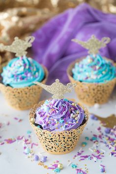 DIY Aladdin Cupcakes: a fun and simple diy chocolate cupcake craft perfect to celebrate any Princess Jasmine or Aladdin party! Jasmine Birthday Cake, Jasmine Cake, Aladdin Birthday Party, Aladdin Party, Birthday Cupcakes, Birthday Parties, Aladdin Cake, Jasmin Party, Princess Jasmine Party