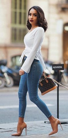 2107a00690a  spring  outfits woman wearing white long-sleeved shirt with blue denim  jeans.