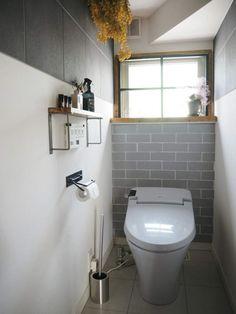 【連載】賃貸でも大丈夫!壁の模様替えを気軽に楽しむ「はめ込み」のススメ♪ Small Apartment Interior, Modern Toilet, Curtain Rails, Toilet Room, Natural Interior, Toilet Design, Japanese House, Small Apartments, Building A House