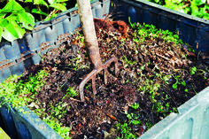 The last post was an intro to compost and now it's time to make it. There are many composting methods, but the most common is probably the outdoor, above-ground…