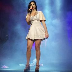 Lana performing at 'First Midwest Bank Amphitheatre', Tinley Park, Illinois (May 30, 2015) #TheEndlessSummerTour