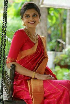 Beautiful draping and pleating of sari :)
