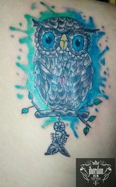 Tattoo coruja em aquarela feita por Jhordan Ink Tattoo