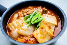 Kimchi jjigae – koreańska zupa zkimchi