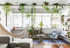 After a renovation, this apartment from the still preserves original elements that refer to its past. (In Portuguese) Living Room Designs, Living Room Decor, Living Rooms, Living Room Hammock, Interior Exterior, Interior Design, Home Office Shelves, Terrazzo, Home Decor Inspiration