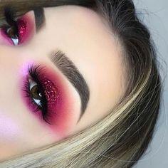Makeup Brushes Pink around Makeup Geek Eyeshadow Palette Creme Brulee rather Makeup Eyeshadow Looks an Eyeshadow Palette Professional Makeup between Eyeshadow Makeup Tutorial Beginners Eye Makeup Glitter, Pink Makeup, Cute Makeup, Colorful Makeup, Makeup Art, Pink Highlighter Makeup, Silver Eyeliner, Bold Eye Makeup, Glow Makeup