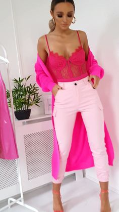 Cuffed Cargo Trousers in Fuschia outfitsKelsie Cuffed Cargo Trousers in Fuschia outfits Aprenda como hacer manualidades para todos High waist elastic leggings New Outfits You Need To Own This Year Dressy Fall Outfits, Winter Dress Outfits, Spring Outfits Women, Pink Outfits, New Outfits, Summer Outfits, Cute Outfits, Fashion Outfits, Hot Pink Pants