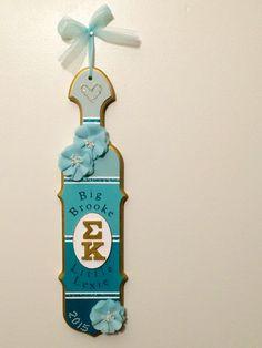 Sigma Kappa sorority paddle I made for my big. #sorority #biglittle #sororitypaddle #sororitysugar #sugar #greek #sigmakappa #dovelove #srat #gogreek #biglittlereveal #bigsis #lilsis #sigmakappaalphaepsilon