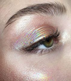 make-up, eyes, eyeshadow, holographic - Makeup Looks Yellow Makeup Fx, Artist Makeup, Makeup Goals, Skin Makeup, Makeup Inspo, Makeup Tips, Makeup Ideas, Eyeshadow Makeup, Foil Eyeshadow