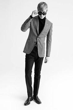 TOM FORD. Men Collection. Entre el estilo mod y la psicodelia sixties, así viste TOM FORD al hombre del Otoño-Invierno 2015-16.