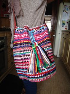 marymerche: alfombra = bolso Apron, Weaving, Lily, Crafty, Purses, Rugs, Handmade, Accessories, Fashion