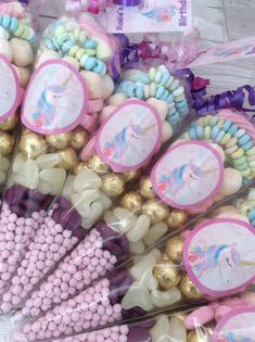 Unicorn sweet cones Mermaid Birthday, Birthday Fun, Birthday Parties, Sweetie Cones, Party Themes, Party Ideas, Basket Crafts, Party Sweets, Unicorn Crafts