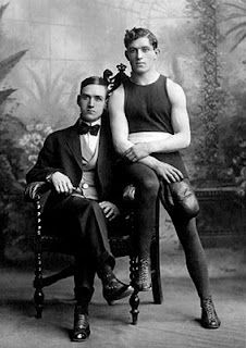Community Post: 20 Sweet, Tiny Vintage Photos Of Gay Couples Photo Vintage, Vintage Love, Vintage Men, Vintage Gifts, Gay Couple, Old Pictures, Old Photos, Couples Vintage, Lgbt History