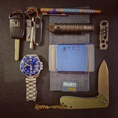 submitted by Niel SuttonCasio Duro MDV-106B-2AVCFStow WalletMighty HankSlide Lock Titanium Craft KnifeKey Amigo Titanium Key ClipClassic SD, schwarz gross Blisterolight i5t EOSEverRatchet - Ratcheting Keychain ToolCivivi ElementumWE Knife TP-05 Titanium PenJust getting into ECD and really enjoying it. I love this Casio watch as it gives me a classy look without breaking the bank. Keychain situation is meh but working for now. The WE pen came from Drop and I just put a new gel refill in it…