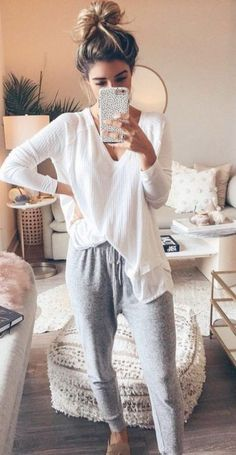 20 Trends Boho Fashion Over 50 - Moda City 2021 Cute Lazy Outfits, Classy Outfits, Trendy Outfits, Fall Outfits, Cute Everyday Outfits, Woman Outfits, Sweater Dress Outfit, Sweater Outfits, Sweatpants Outfit