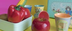 O Banquete do Guaxinim Fotos: Mariana Saliby Compre pelo site: www.mimootoys.com.br #brinquedosdemadeira #Ricedk #Brinquedos #Melissaandoug #Piquenique #mimootoysndolls #Banquete #Guaxinim