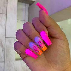 How to choose your fake nails? - My Nails Drip Nails, Glow Nails, Glitter Nails, Summer Acrylic Nails, Best Acrylic Nails, Acrylic Nails Orange, Holographic Nails Acrylic, Summer Nails Neon, Neon Orange Nails