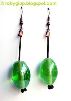 RobyGiup Handmade: Orecchini in cuoio e perle di vetro verde chiaro - Earrings in leather and light green glass beads