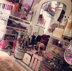 How to Organize & Display Makeup in Cool Ways, makeup organization,makeup vanity,makeup storage organization small spaces Makeup Kit, Love Makeup, Makeup Routine, Makeup Haul, Makeup Geek, Makeup Brushes, Beauty Makeup, Rangement Makeup, Make Up Storage