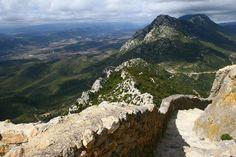 Avec ses forteresses, ses abbayes et ses villages rocailleux, le Pays Cathare dévoile ses charmes médiévaux. Voici 12 images qui vont vous donner envie d'arpenter les chemins du Midi ! --> http://www.geo.fr/voyages/vos-voyages-de-reve/pays-cathare-histoire