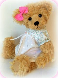 ONE OF A KIND ARTIST TEDDY BEAR BY HANDMADE BY CARRIE  low staring bid!!!!
