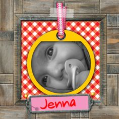 Geboortekaartje met een leuk label en lint waar je een babyfoto achter kunt plaatsen en ruimte voor babynaam. De hippe rode ruit vormt een leuk contrast met de stoere houten omlijsting. Voeg losse onderdelen toe en maak het ontwerp persoonlijk.