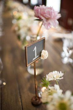 7 5 5 0 0 1698 A associer avec vos centres de table, compositions florales ou en tant qu'accessoire déco pour vos tables, le numero de table permet non seulement…