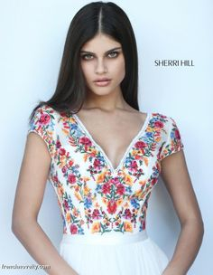 Sherri Hill dresses are designer gowns for television and film stars. Find out why her prom dresses and couture dresses are the choice of young Hollywood. Floral Prom Dresses, Sherri Hill Prom Dresses, Prom Dresses With Sleeves, Trendy Dresses, Casual Dresses, Dress Prom, Couture Dresses, Fashion Dresses, Mexican Fashion