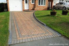 Cottage Garden Decor Ideas- How To Give a Cottage-Like Look To Your Garden? Driveway Tiles, Brick Paver Driveway, Resin Driveway, Backyard Walkway, Outdoor Walkway, Driveway Design, Front Driveway Ideas, Red Brick Pavers, Patio Blocks