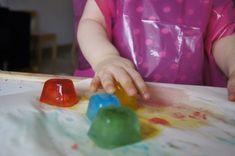 #Giochi con il ghiaccio colorato per #bambini - http://www.amando.it/mamma/neonato-bambini-piccoli/giochi-ghiaccio-colorato-bambini.html