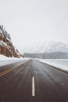 alecsgrg:  The snow is rolling in | ( by Samuel Elkins )