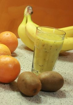 Fruit Smoothies Recipes- Kiwi and Banana Smoothie. This is a tropical tasting smoothie with all the flavor of the islands. The ingredients are: 1 medium banana 2 kiwis About 4 or 5 ice cubes 1 cup of skim milk Kiwi Banana Smoothie, Kiwi And Banana, Fruit Smoothie Recipes, Smoothie Drinks, Juice Recipes, Drink Recipes, Healthy Juices, Healthy Smoothies, Healthy Drinks