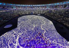 In Rio de Janeiro sind die Olympischen Sommerspiele eröffnet worden. Mit viel Prominenz und einer aufwendigen Choreografie.…