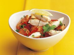 Rotes Bananencurry mit gebratenem Fisch Green Curry, Salsa, Mexican, Ethnic Recipes, Red, Banana, Fish Fry, Pisces, Cooking
