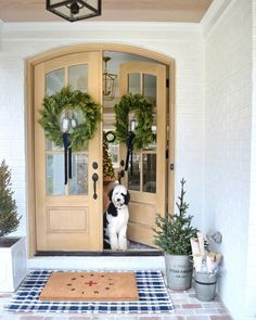 Find a beautiful photo gallery of inspiring traditional style homes where white plays a starring role and also find ideas for white exterior paint colors. White Exterior Paint, Exterior Paint Colors, Christmas Bedding, Christmas Home, Christmas Trees, Christmas Things, Primitive Christmas, Country Christmas, Christmas Christmas
